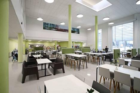 Oppimis- ja liikuntakeskus Itätuuli Porin Sampolassa. Itätuulessa toimii kaksi koulua, kirjasto sekä yhteisötila Salonki. Koulun ruokailutila.