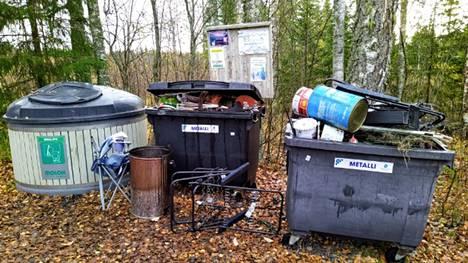 Jätepisteisiin tuodaan jatkuvasti sinne kuulumatonta jätettä.