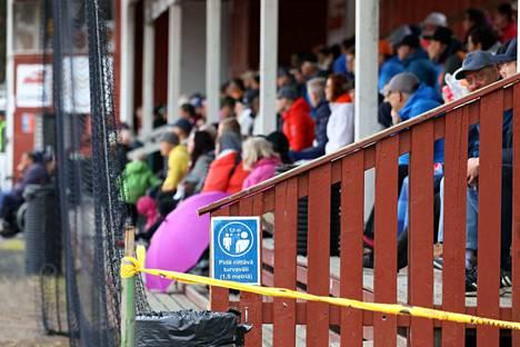 Myös urheilukatsomoissa pitää kesän aikana muistaa turvavälit sekä hygienia.