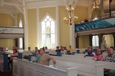 Petäjäveden seurakunta kokoontuu jumalanpalveluksiin 9. elokuuta alkaen jälleen keskustan keltaiseen kirkkoon.