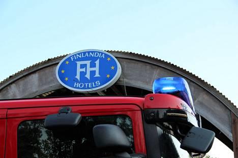 Hotelli Hiittenharju syttyi tuleen ja tuhoutui täysin keskiviikkona 14. heinäkuuta. Arkistokuva.