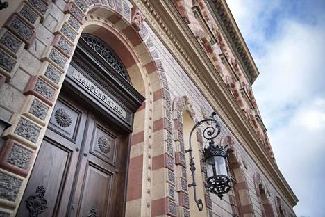 Tekstareissa ehdotetaan, että Pori voisi säästää myymällä kaupungintalon.