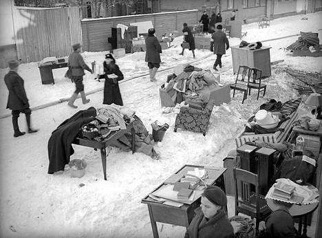 Porilaiset heräsivät 3.2. 1940 järkyttävään aamuun. Edellisenä päivänä 2.2. 1940 neuvostoliittolaisten pommit olivat tehneet pahaa jälkeä.