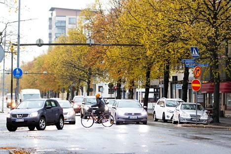 Itsenäisyydenkadun ja Yrjönkadun vilkasliikenteiseen risteykseen tulee liikennevalot näillä näkymin elo-syyskuun vaihteessa.