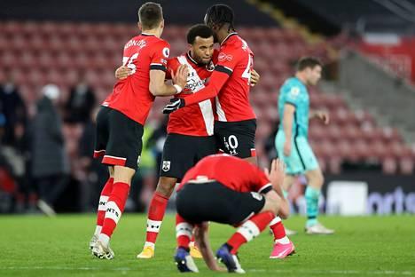 Southamptonin pelaajat eivät saa jatkossa tuulettaa maalejaan näin tiiviisti.