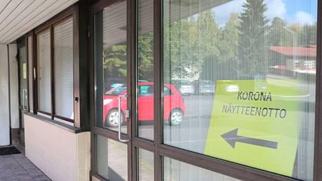 Koronanäytteenoton ovilla Keuruun seututerveyskeskuksessa oli hiljaista maanantaina iltapäivällä.