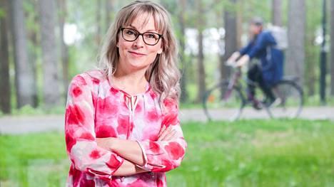 Vastavalittu Tampereen yliopiston jatkuvan oppimisen professori Päivi Hökkä työskentelee tällä hetkellä Jyväskylän yliopiston yliopistotutkijana. Kuluneen vuoden hän on tehnyt etätöitä kotoaan Laukaasta, jonka metsiä hän rakastaa.