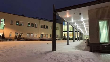 Vasta viime viikolla ehdittiin linjata, että jämsäläisissä peruskouluissa ja toisella asteella palataan hiihtoloman jälkeen lähiopetukseen. Kuvassa Paunun koulu.