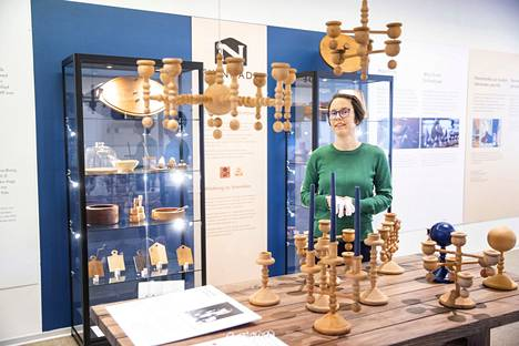 Intendentti Anni Saisto esitteli Porin taidemuseossa Nanny Stillin mäntypuisia kynttilänjalkoja. Nämä esineet kuuluivat Noormarkun Käsitöiden  suosituimpiin tuotteisiin, ja ne ovat yhä keräilijöiden suosiossa. Kaikki esillä olevat Stillin kyntteliköt ovat porilaisen Marko Jyllin kokoelmasta.