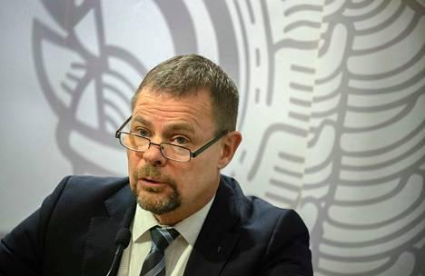Keskusrikospoliisin päällikkö Robin Lardot oli paikalla KRP:n tiedotustilaisuudessa.