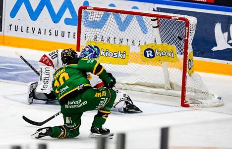 Eemeli Suomi metsästää nyt maaleja Balazs Sebökin rinnalla.