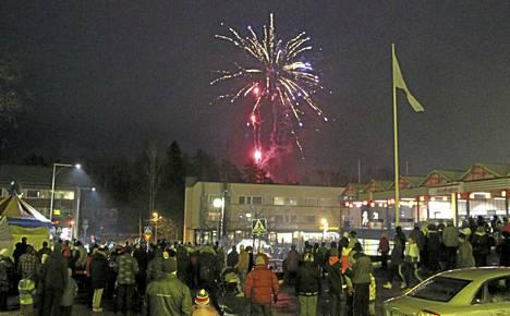 Ilotulitus sekä paljon muuta nähtävää ja koettavaa on jälleen luvassa perjantaina, kun Keuruun keskusaukiolla juhlitaan joulukauden avajaisia.