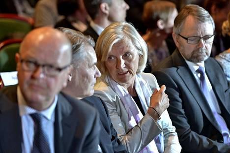 Marie Ehrling valittiin vuonna 2013 yhtiökokouksessa hallituksen puheenjohtajaksi. Hänen vieressään silloisen TeliaSoneran johtoon kuuluneet Olli-Pekka Kallasvuo (vas.) ja Åke Södermark.