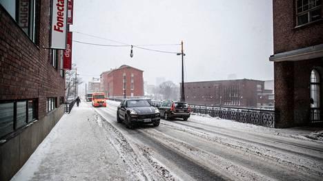Tammikuussa lumimyräkän tuoma keli näytti tältä Satakunnankadulla Tampereella.