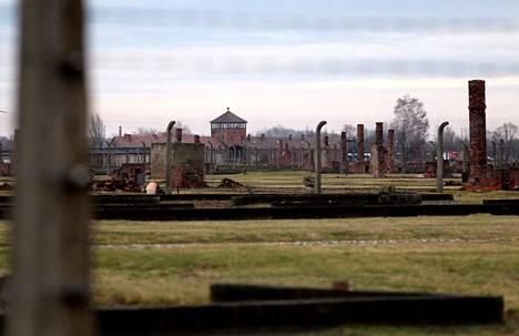 Huomattava määrä romaneja surmattiin Auschwitzin keskitysleirillä 2.8.1944. Elokuun 2. päivästä on tullut romanien kansanmurhan muistopäivä.