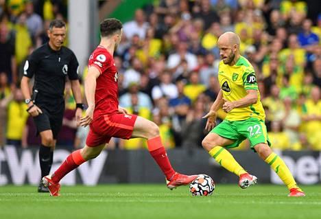 Norwichin Teemu Pukki jäi maaleitta tämän kauden avausottelussaan Liverpoolia ja Diogo Jotaa vastaan.