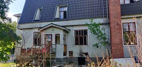 Entisen Lauttalan koulun tulipalo  oli yksi useammasta palosta, joita Nokialla kirjattiin alkukesästä.
