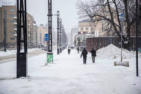 Useassa eri paikassa Tampereella viime ja tällä viikolla liikkuneet ovat saattaneet altistua koronavirukselle. Kuva Hämeenkadulta torstailta.
