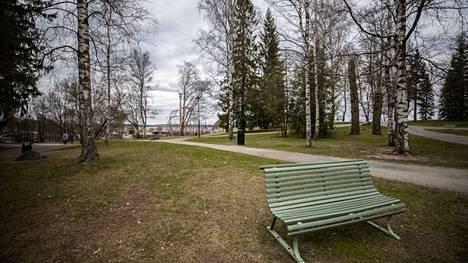 Tampereen viheralueista Näsinpuisto on punkkivaaran kannalta pahimpia tutkittuja paikkoja.