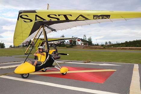 Heikki Pimiä toteaa, että keskikokoinen moottoroitu riippuliidin kulkee noin 60–80 kilometriä tunnissa.