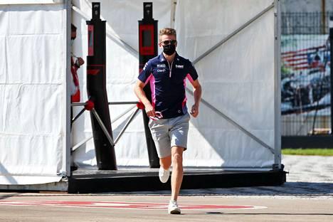 Nico Hülkenberg pääsi nopealla aikataululla mukaan Racing Pointille ajakamaan viikonlopun kilpailuun Sergio Perezin saatua koronavirustartunnan.