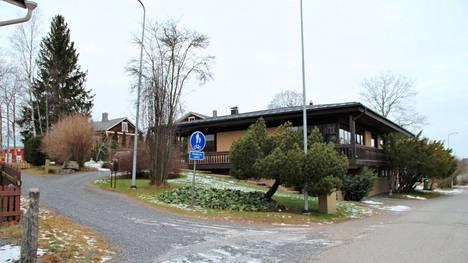 Pekka Vallan rakennutti tämän omakotitalon Teljänkadun eli Kokemäen vanhan asematien varteen vuonna 1977.