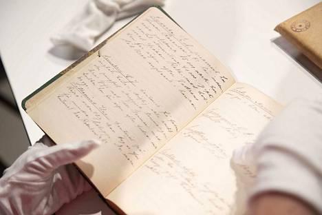 Pankinjohtaja Rafael Mellinin Pori-Seuralle lahjoittamasta kirjekuoresta paljastui pankkifuusion yhteydessä pelastettu muistikirja.