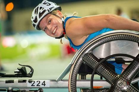 Amanda Kotaja kelaa 400 metrin MM-finaalissa.