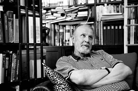 Raimo Häyrinen oli kuollessaan 79-vuotias. Hänet muistetaan erityisesti värikkäistä urheiluselostuksistaan.
