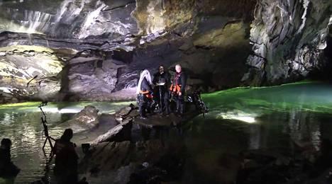 Ilmatasku Pluran luolassa on kuin luonnon muovaama katedraali.