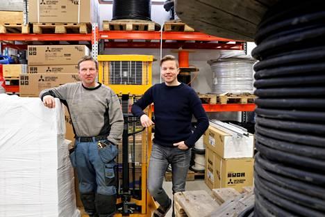 Sat-Electric on kasvanut 20 vuodessa kolmen miehen firmasta menestyneeksi yritykseksi, joka työllistää 23 vakituista työntekijää. Timo Tuominen ja Jukka Helin ovat yrityksen osakkaita.
