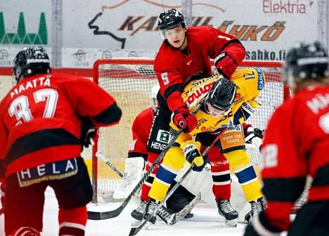 Maalilla vääntävän Aleksi Matinmikon pelit jatkuvat Ässissä.