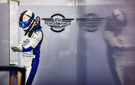 Matias Salonen siirtyi tänä vuonna kilpa-autojen puolelle kartingista. Debyyttikauden parhaaksi tulokseksi kirjattiin hieno viides sija Monzasta Italiassa.