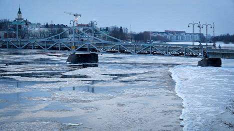 Porissa oltaisiin isoissa ongelmissa, jos pahimmat tulvatilanteet kävisivät toteen. Kokemäenjoen vedenpinta on välillä hyvinkin korkealla.