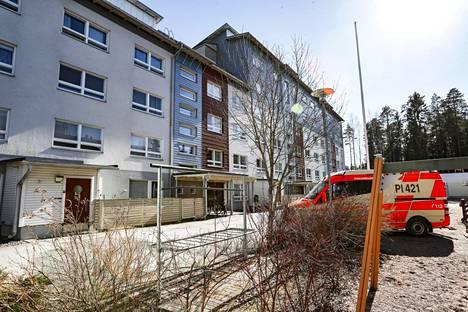 Kukaan ei loukkaantunut parvekepalossa, joka sai alkunsa tupakantumpista Kitiniitynkadulla Tampereella torstai-iltana.