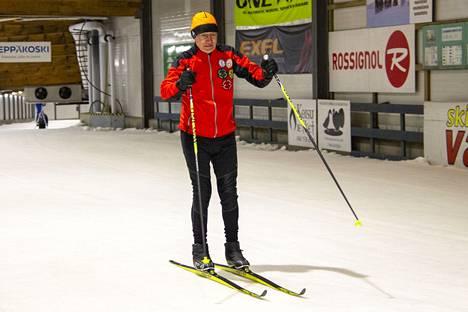 Jämin hiihtotunneli kausi alkaa perjantaina 24. syyskuuta 2021. Ikaalislainen Risto Uusi-Salava on ollut tuttu näky hiihtotunnelin laduilla jo vuosia. Hiihtotunneli antaa oivan mahdollisuuden alkukauden hiihtovireen löytämiseen.