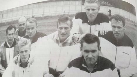 Kaipolan Vire hallitsi 1961 SM-viestien 4 x 1500 metriä Vaasassa. Ykkösjoukkue Matti Huttunen-Esa Laine-Sakari Peltoniemi-Olavi Salonen voitti ja Vireen kakkosjoukkue Erkki Rantala mukana sijoittui pronssille. Juoksijat vasemmalta Rantala, Arne Ahlblom, Peltoniemi, Esko Siren, Salonen, Pentti Luoto, Laine ja Huttunen.