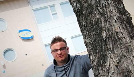 Teemu Voutilainen valmistui tarjoilijaksi Vammalan ammattikoulusta tänä keväänä. Kiireinen mies harrastaa myös luottamustehtäviä ja toimii Facebook-ryhmä Sastamalan keskusteluseinän ylläpitäjänä.