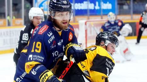 Lukon Robin Press valittiin miesten jääkiekkoliigan runkosarjan parhaaksi pelaajaksi.