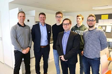 Kuvassa Antti Luukkainen (vas.), Mikko Suutari, Santeri Valima, Timo Hillman, Lauri Jalassuo ja Olli Itäsalo.