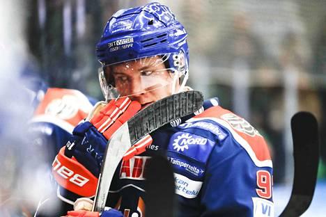 Sebastian Repo edusti Tapparaa kausina 2016-2017 ja 2017-2018.