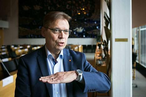 Jokainen yli 70-vuotias tamperelainen ja orivesiläinen saa ensi viikon loppuun mennessä Tampereen pormestarin Lauri Lylyn allekirjoittaman koronakirjeen.