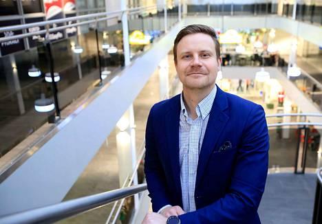 Pirkanmaan Osuuskaupan toimialajohtaja Ville Jylhä kertoo ketjun suunnitelmista Koskikarassa. Osuuskauppa on liikekeskuksen pääomistaja.