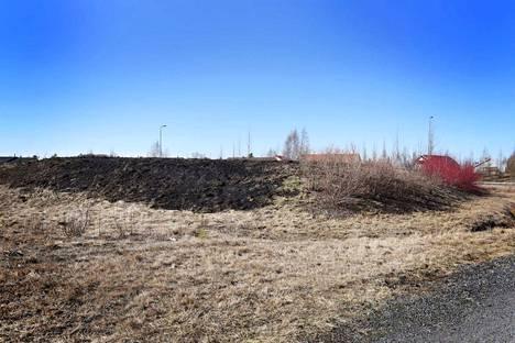 Ruohikko paloi Porin Klasipruukissa.