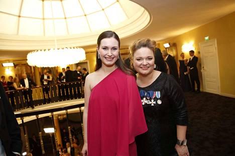 Perhe- ja peruspalveluministeri Krista Kiuru poseerasi puoluetoveri Sanna Marinin kanssa. Marinista on povattu seuraavaa pääministeriä.