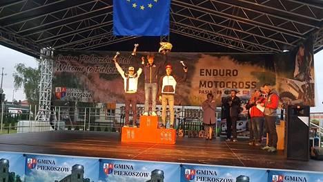 Pyry Juupaluoma ajoi viikonloppuna Puolassa enduron EM-osakilpailussa oman luokkansa tuplavoittoon.