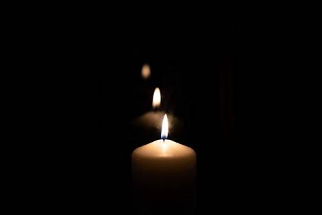 Kynttilät luovat tunnelmaa, mutta ilman valvontaa ne aiheuttavat kodeissa merkittävän paloriskin.