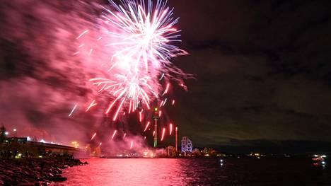 Tampereen Särkänniemen kesäkausi päättyi lauantaina 25. syyskuuta perinteiseen tapaan ilotulitukseen.