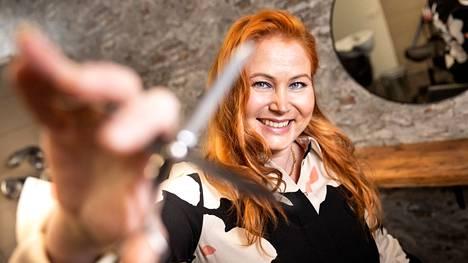 Opiskelija ja yrittäjä Katja Matilainen kannustaa muita mukaan. – Erikoisammattitutkinnon voi hyvin hoitaa työn ohessa, mikä sopii meille aikuisopiskelijoille. Aikataulut ovat joustavat ja sisältö priimaa.