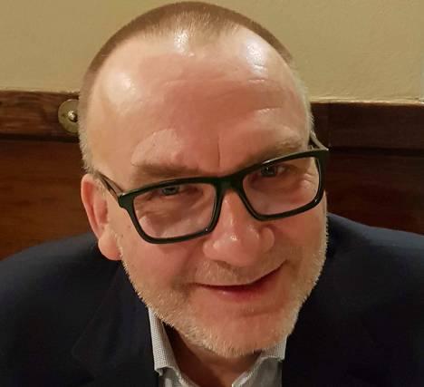 Jyrki Lehtola aloitti prosaistina jo 1980-luvulla, vaikka suurelle yleisölle hän on tullut paremmin tutuksi kolumnistina.